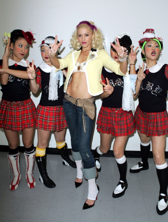 Gwen-Stefani-5-The-Harajuku-Girls2